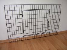 ohrádka pro malá zvířata - stěna s dvířky